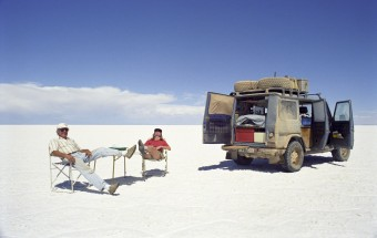 1997, Gunther und Christine Holtorf in Bolivien: Im bolivianischen Hochland, dem Altiplano, liegt auf rund 3.600 Metern Höhe die Salar de Uyuni, die größte Salzpfanne der Welt.