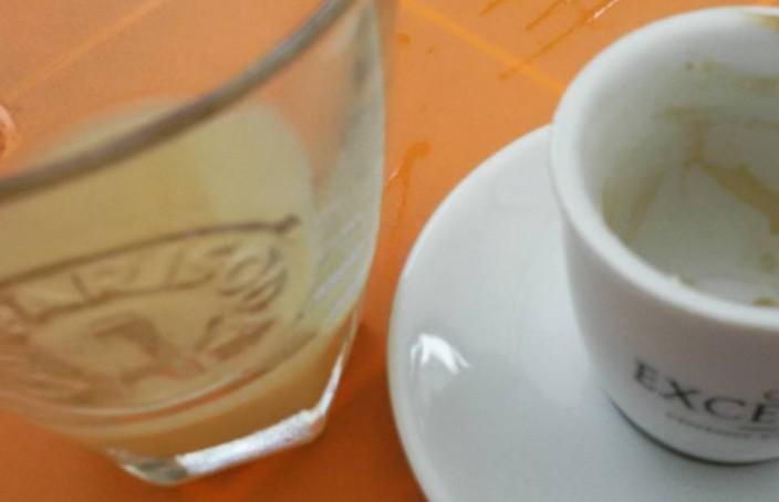 Un Ricard e un caffè macchiato come aperitivo
